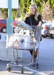 Джули Бенц, фото 1134. Julie Benz leaving the Bristol Farms Market in Beverly Hills, january 17, foto 1134