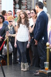 Сара Хайланд, фото 604. Sarah Hyland Extra at The Grove in LA - 02.02.2012, foto 604