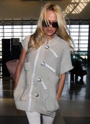 Памела Андерсон, фото 4966. Pamela Anderson makes her way through the LAX airport Los Angeles, february 28, foto 4966