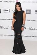 Ким Кардашиан, фото 7945. Kim Kardashian Elton John AIDS Foundation Academy Awards Party - 02/26/12*with sister Kourtney, foto 7945,