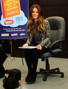 Кейт Бэкинсэйл, фото 8596. Kate Beckinsale The Nestle Share the Joy of Reading Program in LA, 01.03.2012, foto 8596