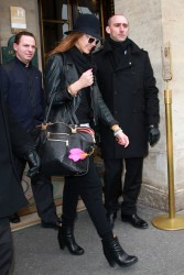 Джессика Альба, фото 25402. Jessica Alba leaving Hotel Meurice in Paris, march 3, foto 25402