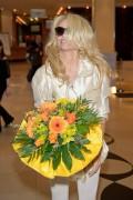Памела Андерсон, фото 4996. Pamela Anderson arrival at Vienna International Airport, march 4, foto 4996