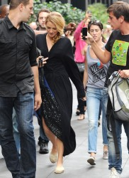 Blake Lively On The Set Of Gossip Girl In NYC August 21, 2012 HQ x 5