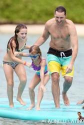 3 Septiembre - Peter Facinelli se lo pasa en grande con sus hijas en Hawaii  73124c208703667
